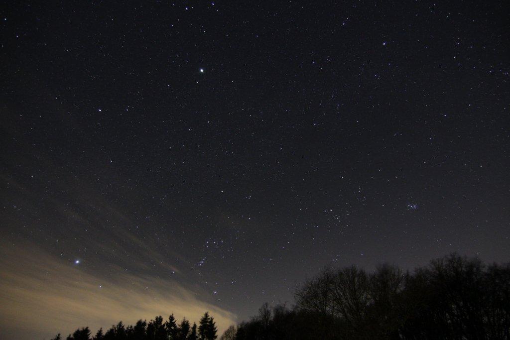 Winterhimmel mit Jupiter über dem Sauerland (Foto: Dirk Panczyk)