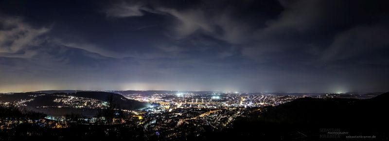 Abendlicher Blick vom Eugen-Richter-Turm auf Hagen (Foto: Sebastian Kramer, www.sebastiankramer.de)