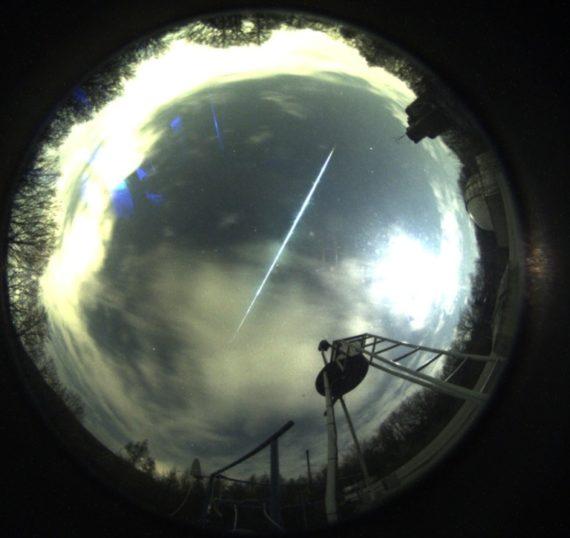 Feuerkugel am 12.04.2019 über der Sternwarte Hagen (Foto: SkyCam der Sternwarte Hagen)